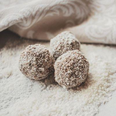 trufa-de-chocolate-ao-leite-com-coco-15g-ambientada