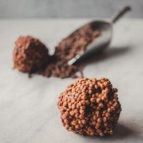 crisps-de-chocolate-ao-leite-lugano-com-crocantes-35-ambientada