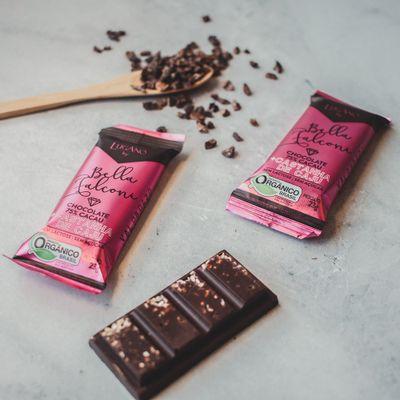 barra-de-chocolate-organico-lugano-75-cacau-caju-ambientada