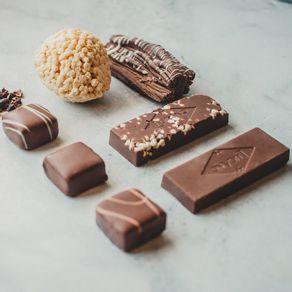 kit-de-chocolate-lugano-crisps-de-chocolate-branco-ambientada