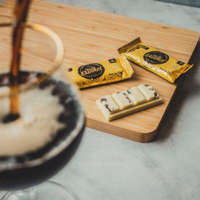 barra-de-chocolate-branco-lugano-com-malte-23g-ambientada