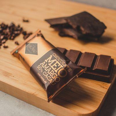 barra-de-chocolate-meio-amargo-lugano-23g-ambientada