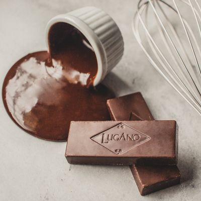 barra-de-chocolate-ao-leite-lugano-25g-ambientada