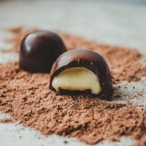 trufao-de-chocolate-ao-leite-lugano-recheado-com-leite-condensado-35g-ambientada