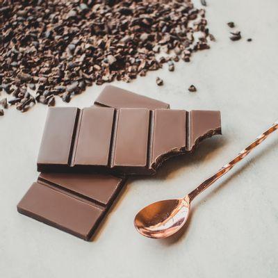 barra-de-chocolate-ao-leite-lugano-40g-ambientada