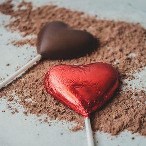 pirulito-coracao-de-chocolate-ao-leite-lugano-25g-ambientada