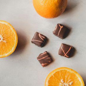 bombom-recheado-de-chocolate-ao-leite-lugano-sabor-laranja-13g-ambientada