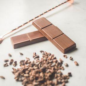 barra-de-chocolate-ao-leite-lugano-recheada-com-creme-de-avela-25g-ambientada