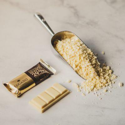 barra-de-chocolate-branco-lugano-23g-ambientada