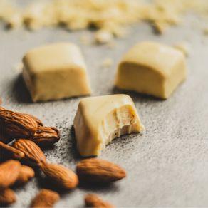 bombom-recheado-chocolate-branco-lugano-com-amendoas-13g-ambientada