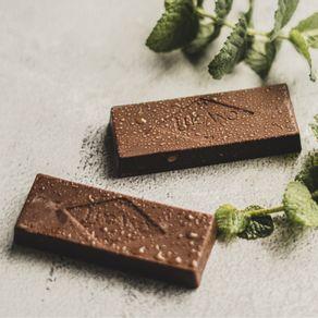 barra-de-chocolate-meio-amargo-lugano-com-menta-25g-ambientada