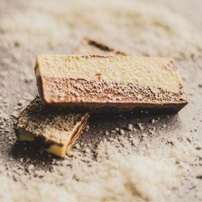 barra-de-chocolate-branco-e-meio-amargo-lugano-com-coco-25g