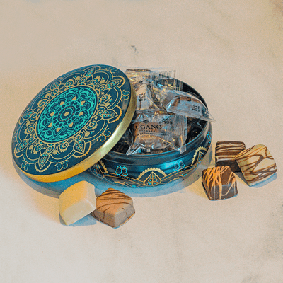 lata-taj-mahal-esmeralda-com-10-bombons-recheados-lugano-130g-ambientada